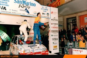 Matteo Luise festeggia al San Marino la vittoria assoluta nel Trofeo Fiat 500